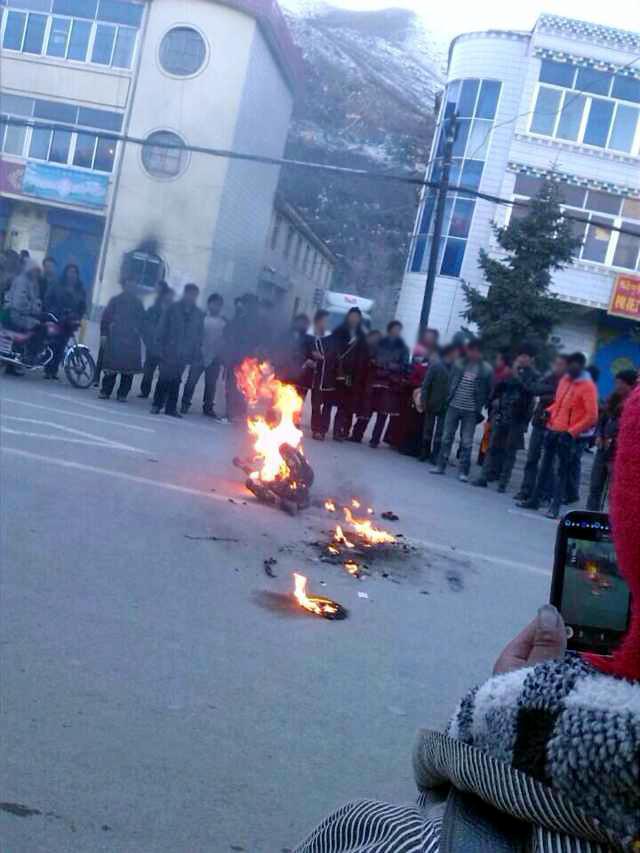 チベット20歳僧侶.jpg