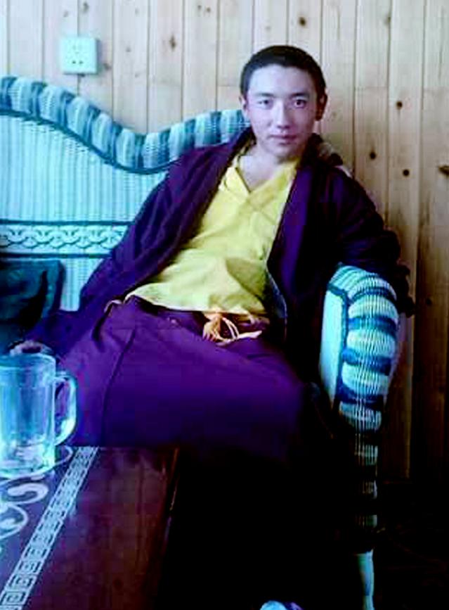 チベット20歳僧侶1.jpg