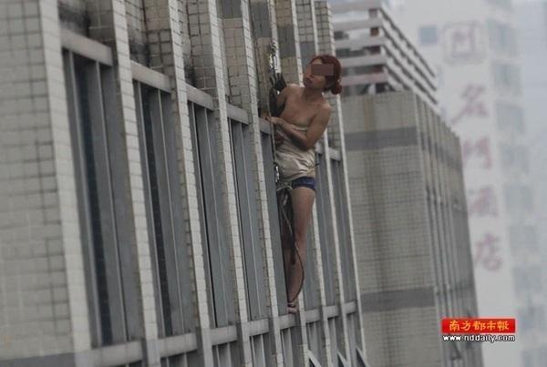 ▼唸声の気になる写真/中国:下着姿の女性、12階から飛び降り自殺、救助 - 唸声のブログ 唸声の