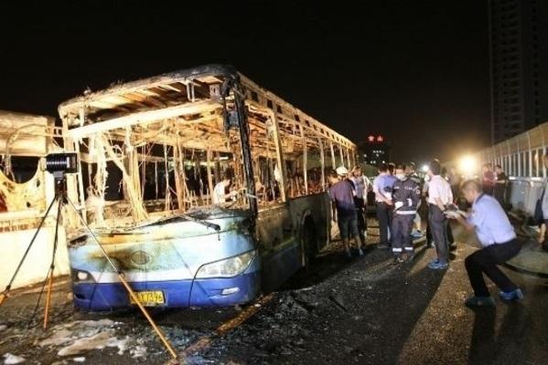 ▼唸声の中国映像・写真/アモイの47名死亡のバス事故は、生活保護停止の腹いせ放火?